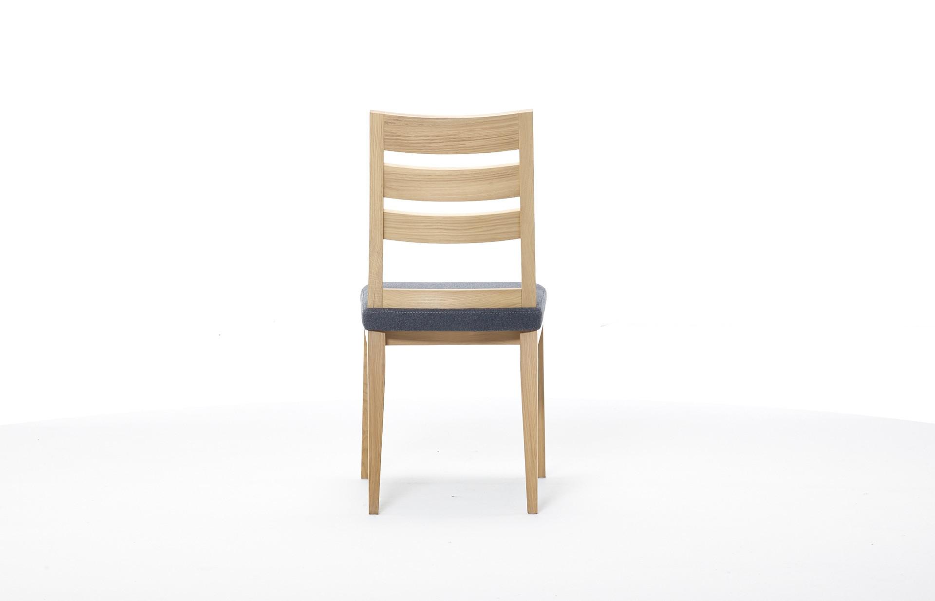 Stuhl Femke in Eiche bianco geölt, Bezugstoff Wollfilz in Mittelgrau